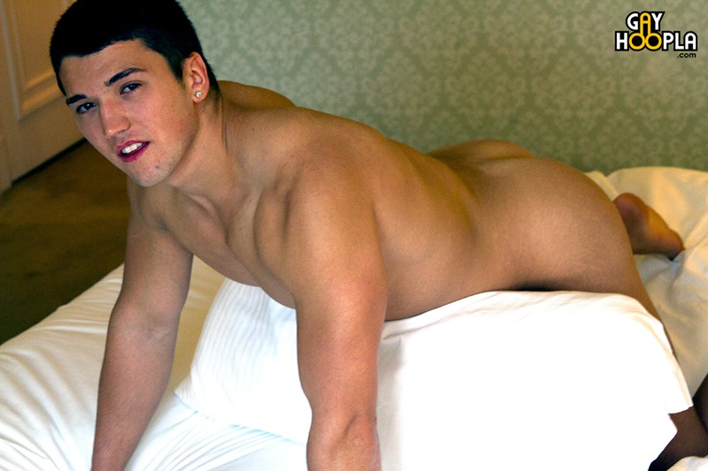 Hot Muscled Guy Jerking After Shower