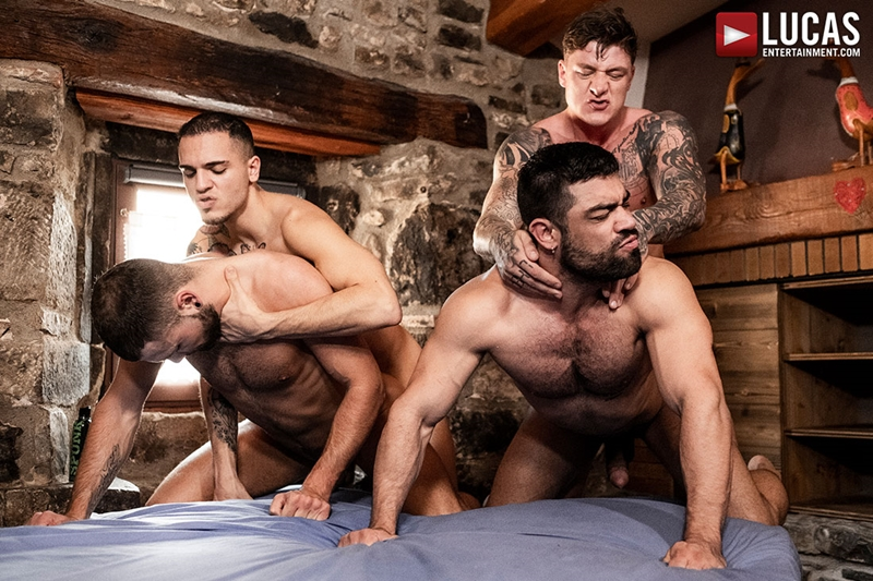 Bottom bitch leo paris enjoys being fucked by two twinks 9