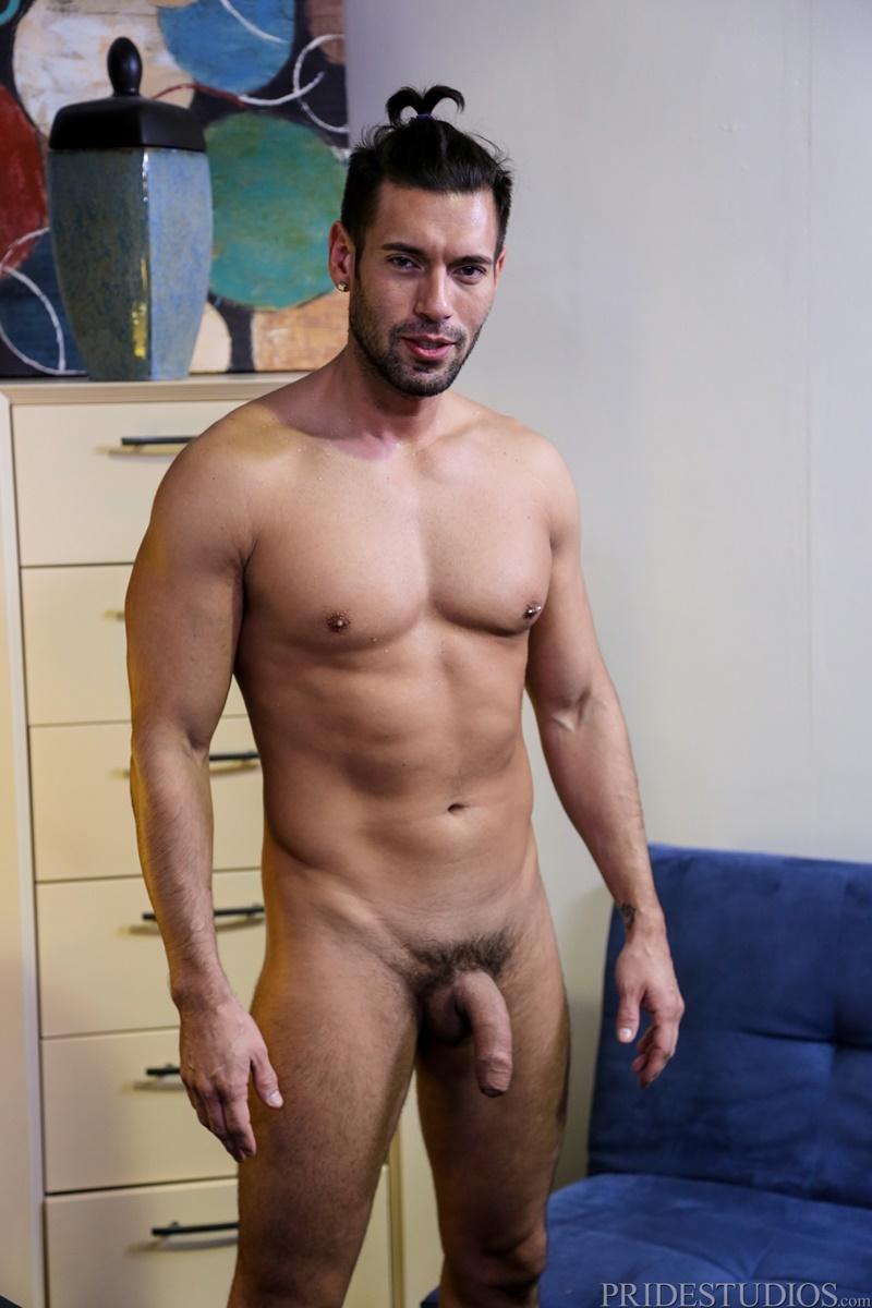 image Straight pornstar sucks thick muscle dick
