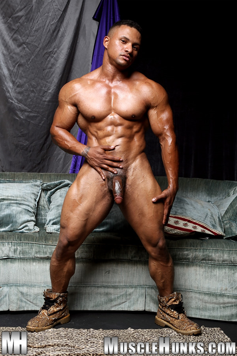 gay man muscle naked