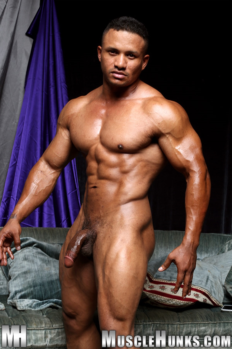 nude-bodybuilders-with-big-dicks-closeup