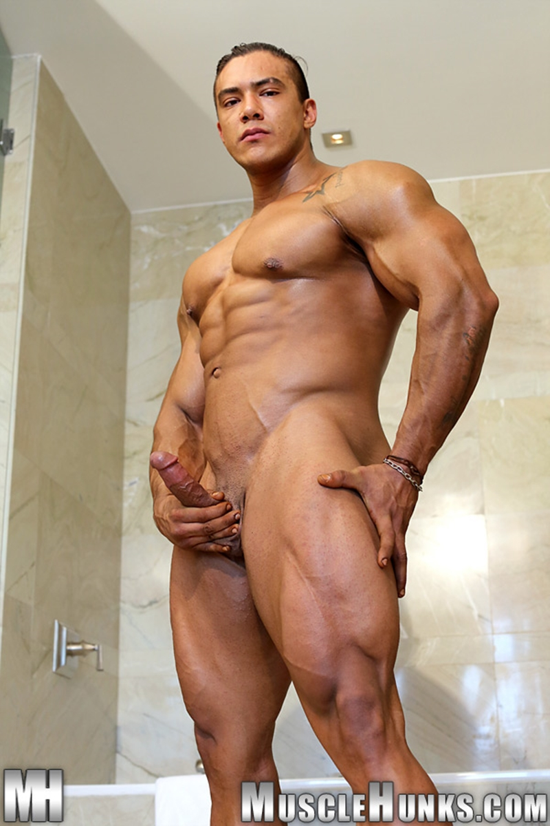 from Baylor gay muscle hunks pics
