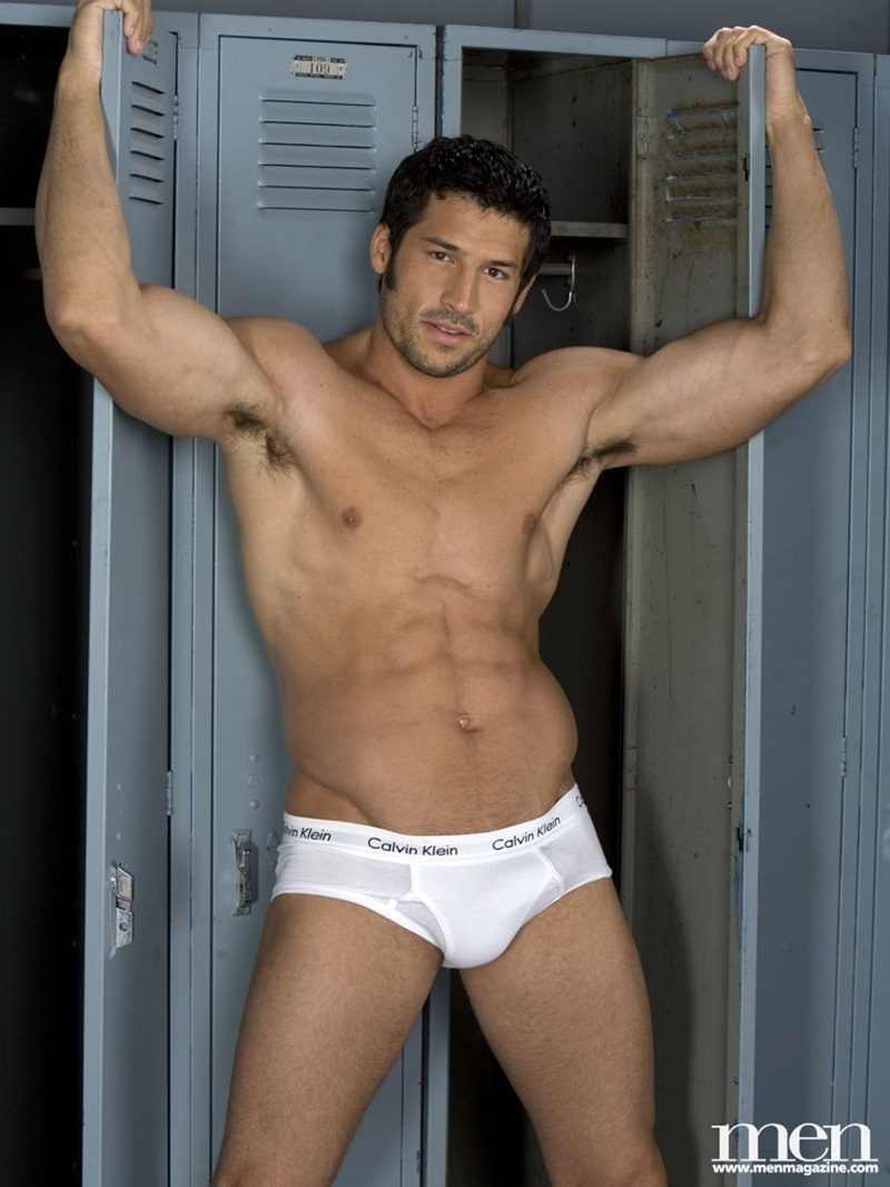 Sexy Muscle Hunk Leo Giamanis Thick Soft Dick Gets Hard -2885