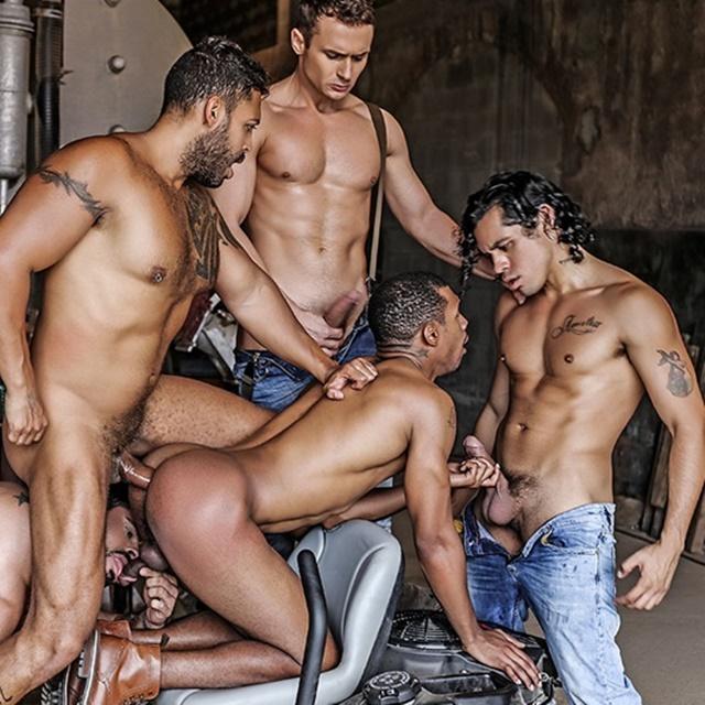 naked-gangbang-muscle-men