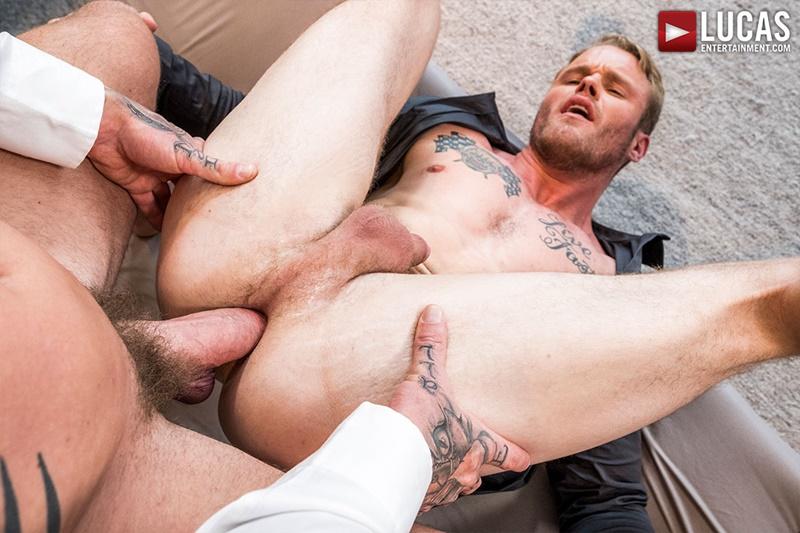 Nackt London Reeves  MATURE STRIP